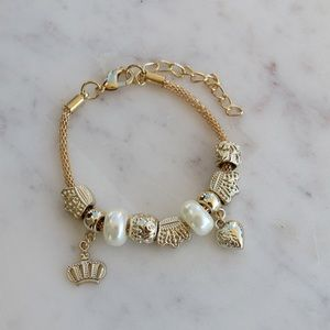 Jewelry - Gold bracelet with charms